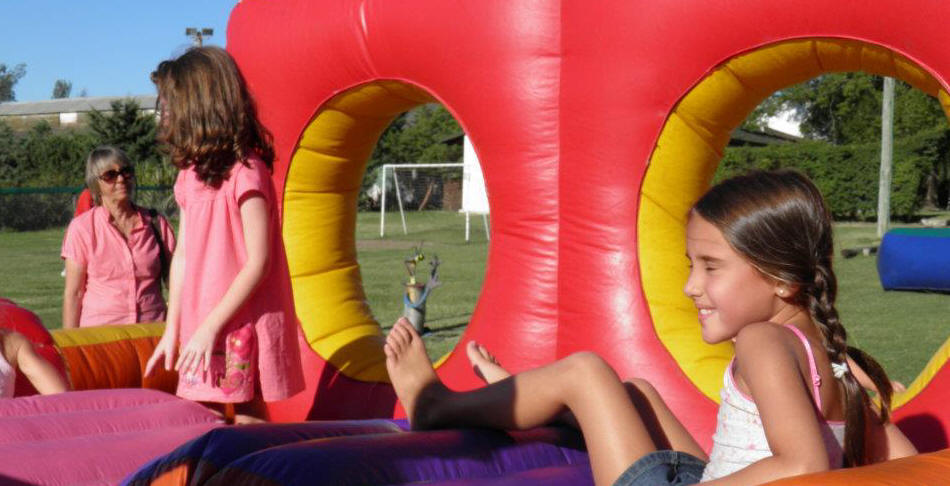 Castillo inflable montevideo los calchaquies for Mobiliario infantil montevideo